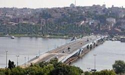 Umut Oran, tarihi Galata köprüsünün onarılarak trafiğe açılmasıyla ilgili olarak niçin 3 hafta beklenildiğinin açıklanmasını istedi