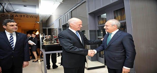 Papandreu, Umut Oran'a destek için geldi