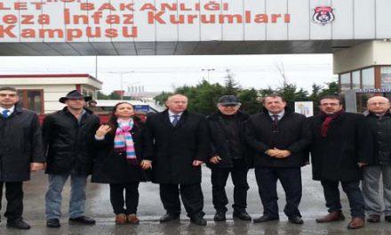 Sosyalist Enternasyonal Can Dündar ve Erdem Gül için Silivri'de